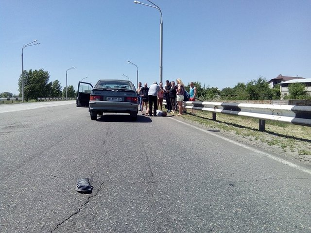 В Днепре пешеход бросился под колеса авто