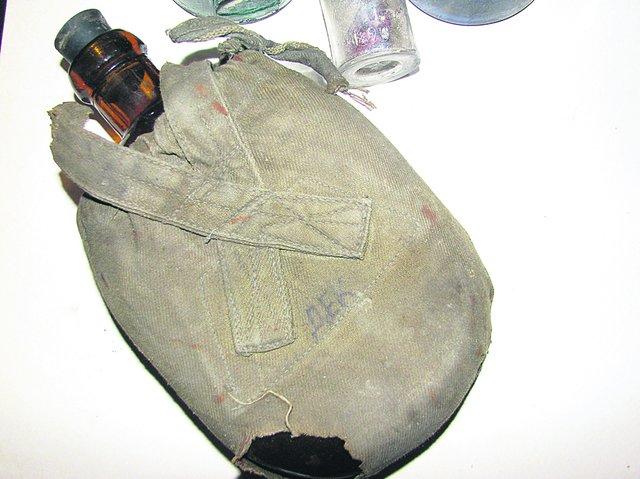 Экспонат из коллекции. С надписями «Главмясо» и «Гематоген» . Фото: Е. Васюкова