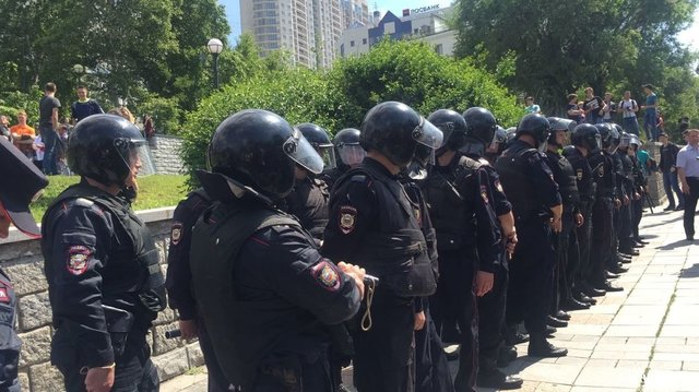 Несанкционированная акция воВладивостоке повернулась потасовкой