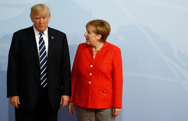 Меркель проинформировала о согласии Владимира Путина иМакрона провести телефонную беседу обУкраине