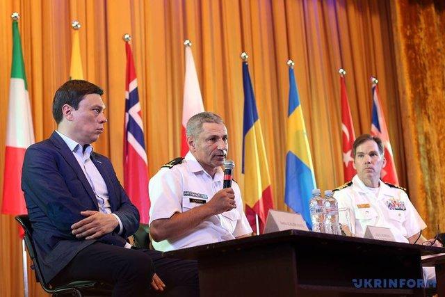 Русский военный корабль шпионит заучениями Sea Breeze
