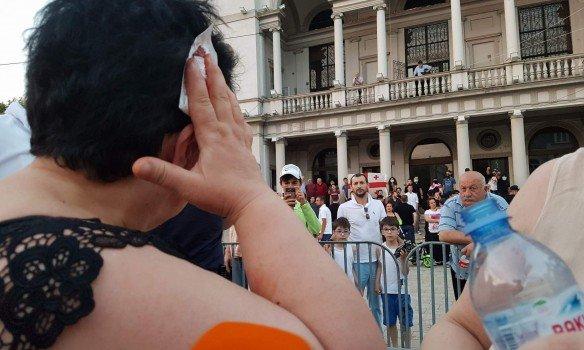 Националисты вТбилиси забросали «евродемократов» яйцами ибутылками