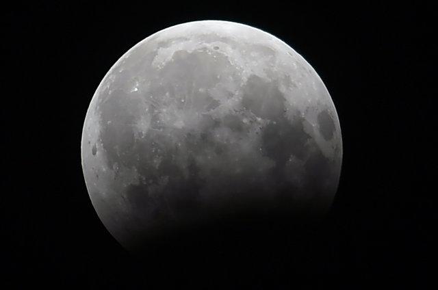 Жители Земли наблюдали за лунным затмением , фото-11