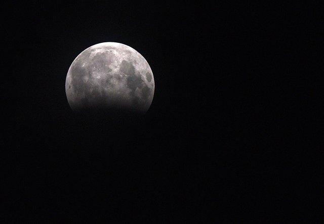 Жители Земли наблюдали за лунным затмением , фото-14