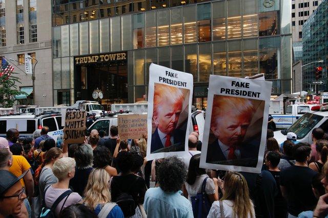 ВНью-Йорке проходит акция протеста против политики Трампа