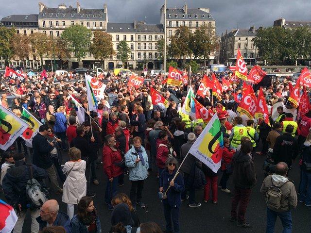Сотни тыс. французов вышли наулицы против трудовой реформы Макрона