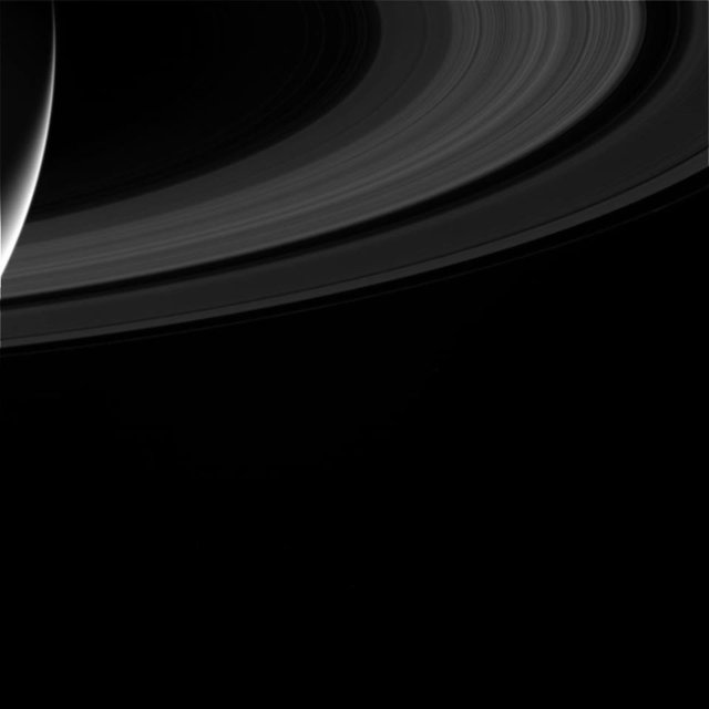 NASA опубликовало последний снимок станции Cassini