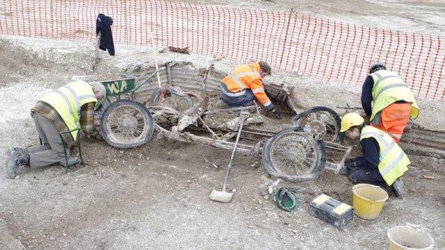 Наартиллерийской позиции времен 2-ой мировой войны откопали спорткар
