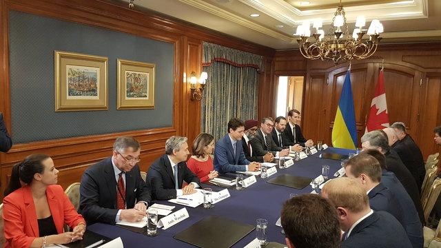 Премьер Канады объявил овозможности поставок смертельного оружия Украине