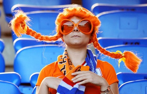A Dutch fan is pictured before the Euro 2008 Championships quarter-final football match the Netherlands vs. Russia on June 21, 2008 in the stands of St. Jakob-Park in Basel. AFP PHOTO / PIERRE-PHILIPPE MARCOU -- MOBILE SERVICES OUT --