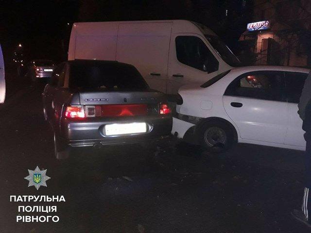 «Спасли отсамосуда»: вРовно пьяная женщина протаранила 4 авто