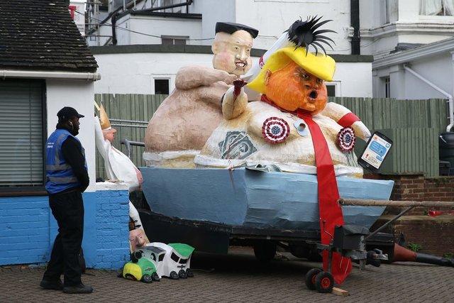 Британцы сожгли голого Ким Чен Ына, Трампа, Терезу Мэй иВайнштейна
