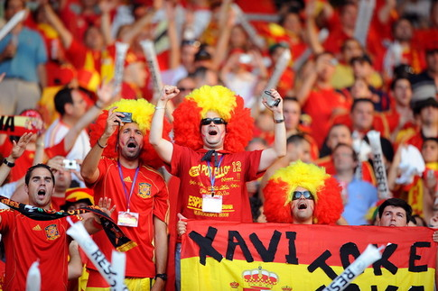 Spanish supporters are pictured before the start of the Euro 2008 championships final football match Germany vs. Spain on June 29, 2008 at Ernst-Happel stadium in Vienna, Austria. AFP PHOTO / ALBERTO PIZZOLI -- MOBILE SERVICES OUT -- (Photo credit should read ALBERTO PIZZOLI/AFP/Getty Images)