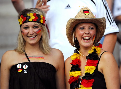 German female supporters cheer prior to the kick off of the Euro 2008 championships final football match Germany vs. Spain on June 29, 2008 at Ernst-Happel stadium in Vienna, Austria.    AFP PHOTO / JOE KLAMAR   -- MOBILE SERVICES OUT --  (Photo credit should read JOE KLAMAR/AFP/Getty Images)