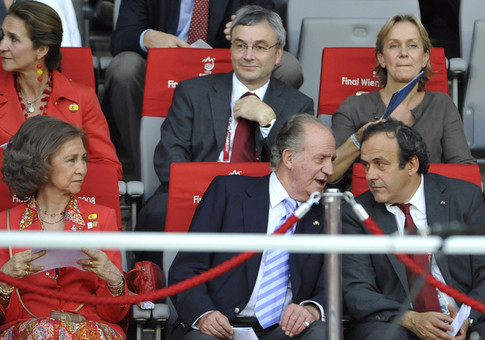 King Juan Carlos of Spain (C) talks to UEFA President Michel Platini (R) next to his wife Queen Sofia prior to the kick off of the Euro 2008 championships final football match Germany vs. Spain on June 29, 2008 at Ernst-Happel stadium in Vienna, Austria. AFP PHOTO / FRANCK FIFE -- MOBILE SERVICES OUT -- (Photo credit should read FRANCK FIFE/AFP/Getty Images)