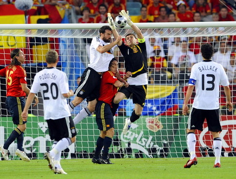 Spanish goalkeeper Iker Casillas (C, R) catches the ball headed by German defender Christoph Metzelder (C, L) during the Euro 2008 championships final football match Germany vs. Spain on June 29, 2008 at Ernst-Happel stadium in Vienna, Austria. AFP PHOTO / DAMIEN MEYER -- MOBILE SERVICES OUT -- (Photo credit should read DAMIEN MEYER/AFP/Getty Images)