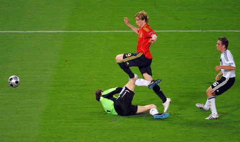 Spanish forward Fernando Torres (C) kicks the ball and scores in front of German goalkeeper Jens Lehmann (L) and German defender Philipp Lahm (R) during the Euro 2008 championships final football match Germany vs. Spain on June 29, 2008 at Ernst-Happel stadium in Vienna, Austria. AFP PHOTO / VINCENZO PINTO -- MOBILE SERVICES OUT -- (Photo credit should read VINCENZO PINTO/AFP/Getty Images)