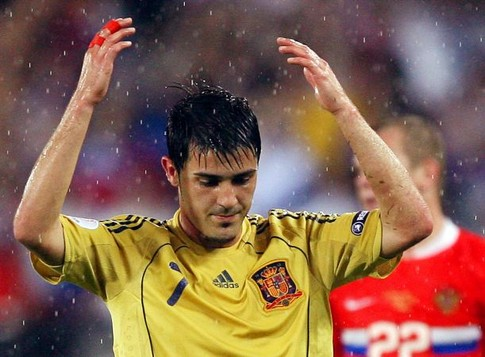 Spanish forward David Villa gestures during the Euro 2008 championships semi-final football match Russia vs. Spain on June 26, 2008 at Ernst-Happel stadium in Vienna, Austria. AFP PHOTO / YURI KADOBNOV -- MOBILE SERVICES OUT --