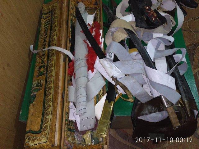 Житель россии пытался вывезти из Украинского государства коллекцию старинного оружия