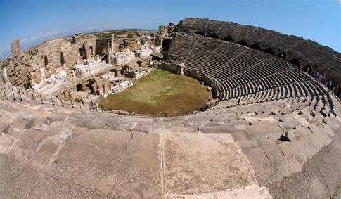 Античный театр в Сиде. Фото:
