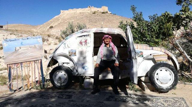 Крошечный отель находится вмашинеVW «Жук» вИордании
