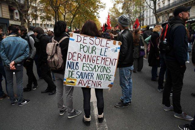 Акция протеста против перемен Макрона встолице франции