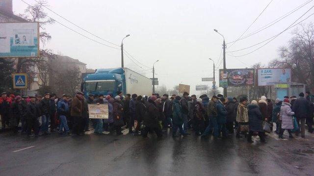 Рабочие Николаевского судостроительного завода опять перекрыли Варваровский мост: город застыл впробках