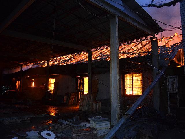 ВНиколаеве наскладах появился пожар площадью около 200 кв.м
