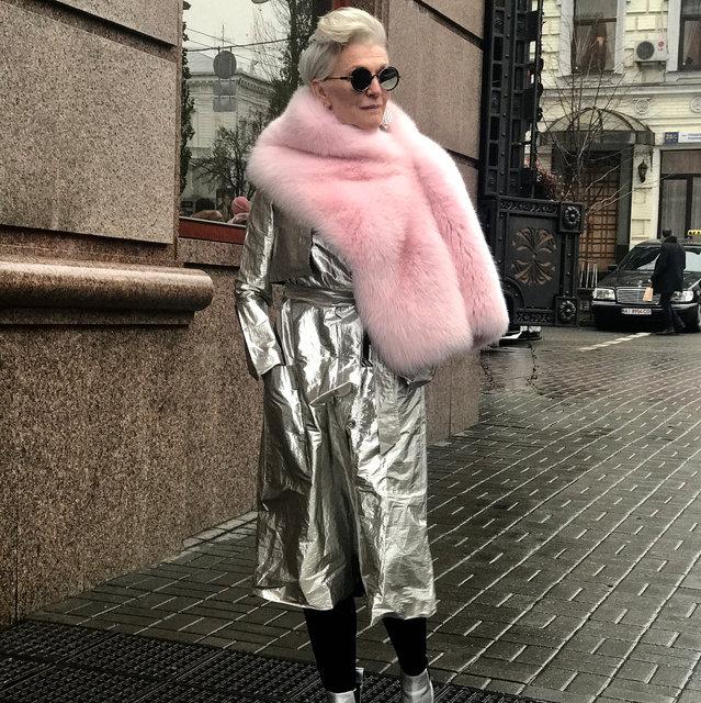 Мэй Маск на киевских улицах