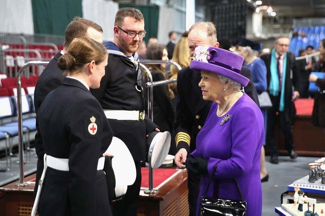 Королева Англии  посетила крупнейший вгосударстве  авианосец