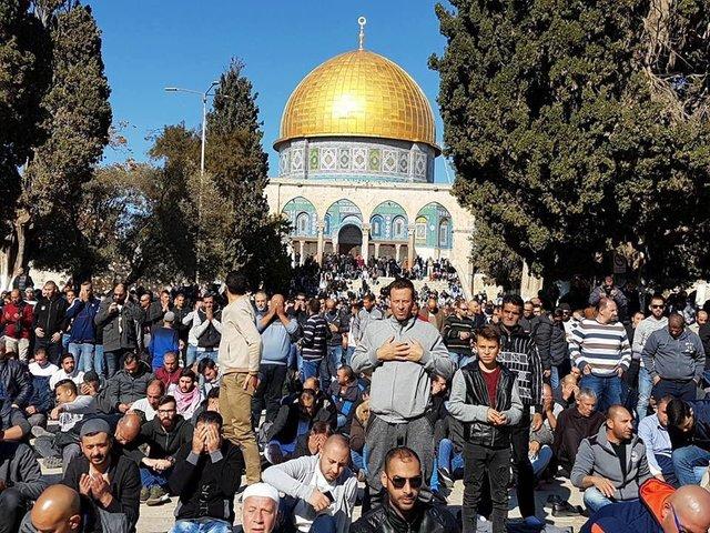 Несколько сотен человек собрались умечети Аль-Акса вИерусалиме