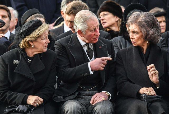 Несколько десятков тыс. человек пришли напохороны прежнего короля Румынии— Михая I