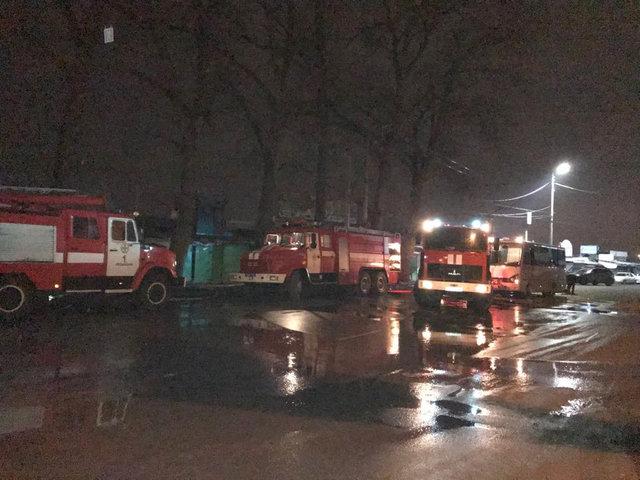 Cотрудники экстренных служб потушили пожар наХмельницком вещевом рынке