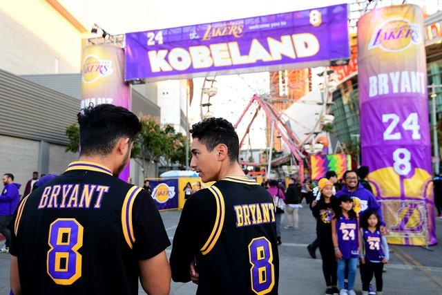 «Лос-Анджелес Лейкерс» вывел изобращения номера Коби Брайанта