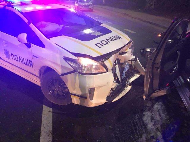 Натрассе «Киев-Чоп» иностранная машина снесла полицейское авто