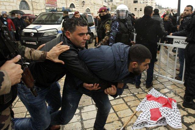 ВВифлееме забросали камнями кортеж патриарха Иерусалимского Феофила III