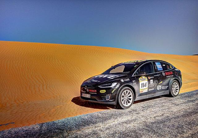 Tesla Model Xпервым изэлектромобилей пересек пустыню Сахара