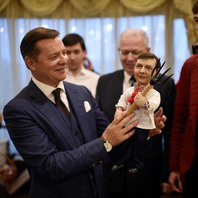 Кукла с вилами. Олег Ляшко знакомится с собой в миниатюре. Фото: А. Магда