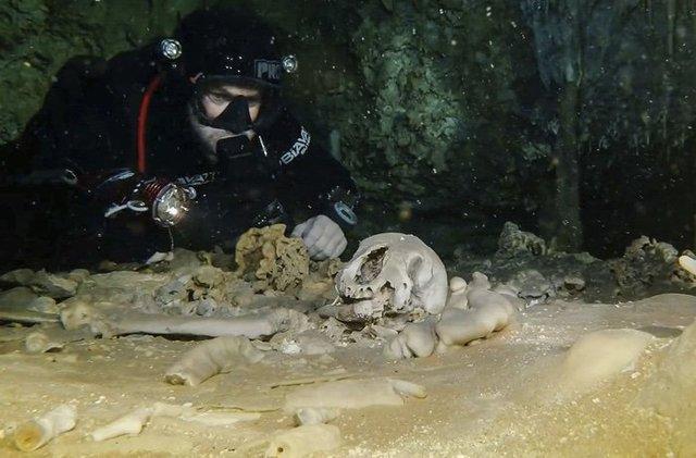 Ученые отыскали тысячелетние останки вподводных пещерах Мексики