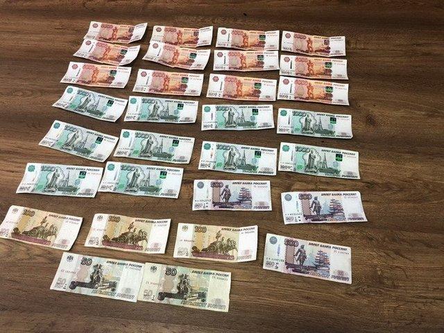 Херсонский таможенник вымогал взятку врублях завывоз валюты изКрыма