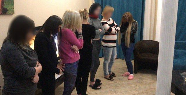 Вооруженных сутенеров скрупной суммой денежных средств задержали вОдессе