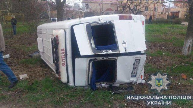 Под Одессой в итоге ДТП умер один пассажир иеще десять пострадали