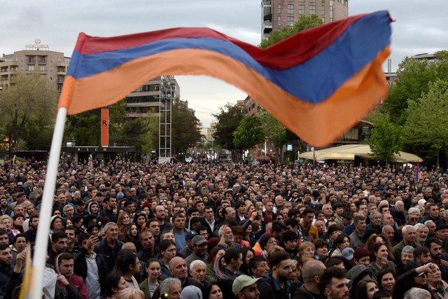 Георгий Квирикашвили поздравил Сержа Саргсяна сизбранием напост премьера Армении