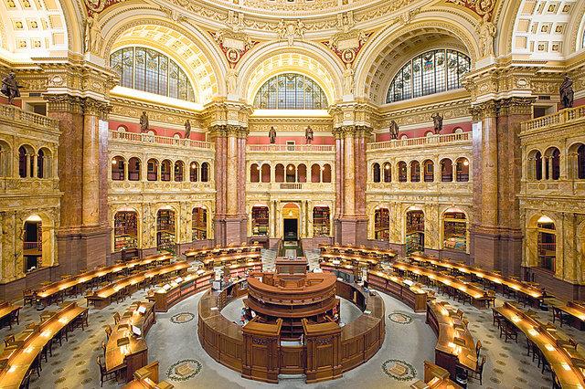 Самая-самая. Самым большим собранием книг в мире на сегодняшний день считается библиотека Конгресса США в Вашингтоне. В ее фонде 155,3  млн книг, и ежегодно ее посещают 1,7  млн читателей. К слову, в 20 крупнейших входит киевская библиотека им. Вернадского с собранием в 15 млн книг! Ежегодно ее посещают 500  тыс. человек.