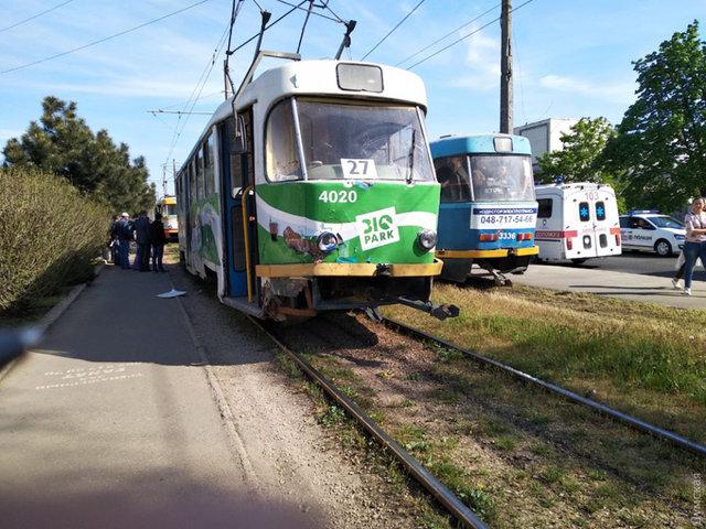НаТаирова вседорожный автомобиль врезался втрамвай— Недоброе утро