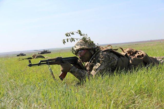 Десантники учились сбрасывать врага вАзовское море— Броня иавиация