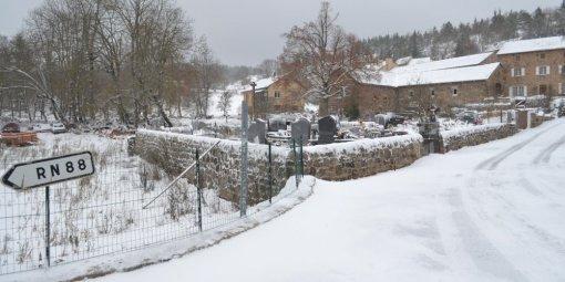 Аномалии погоды. НаФранцию вконце весны обвалился снегопад