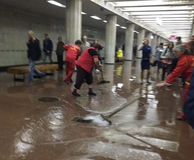 Потоп вметро: ВХарькове одну изстанций залило водой