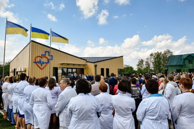 Картинки по запросу Порошенко открывал фельдшерско-акушерский пункт в селе под Киевом. фото