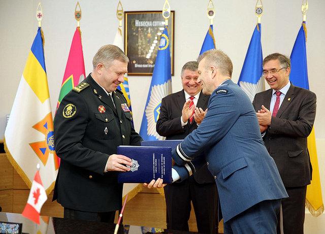 О военной подготовке Украина и Канада подписали соглашение , фото-3